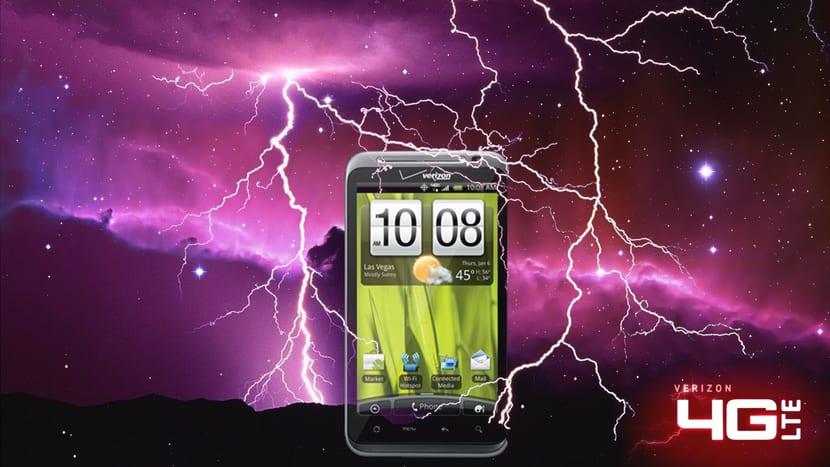 4G LTE fondo con rayos y smartphone