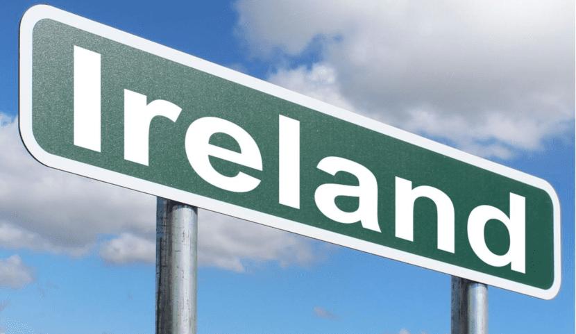 Cartel de tráfico con la palabra Irlanda