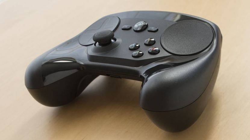 Steam Controller sobre mesa
