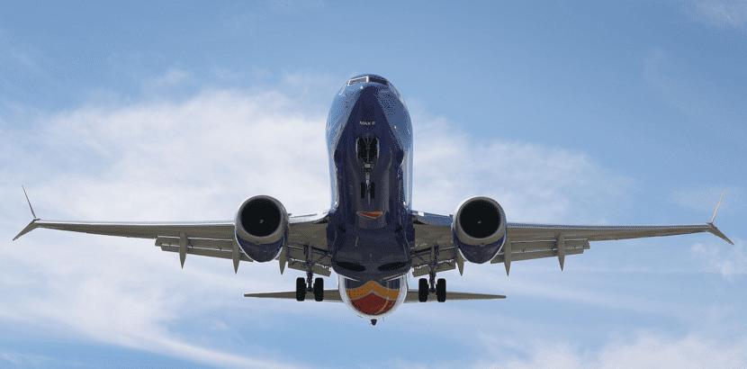 Foto de un avión en vuelo
