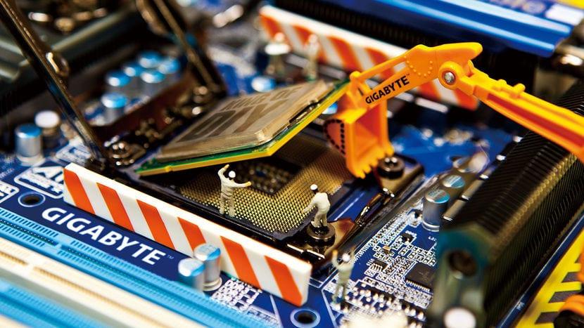 Cambio de CPU con una excavadora de juguete