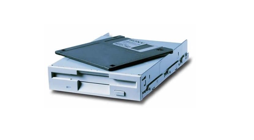 Disquetera y disquete