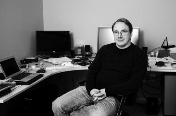 Linus Torvalds en despacho