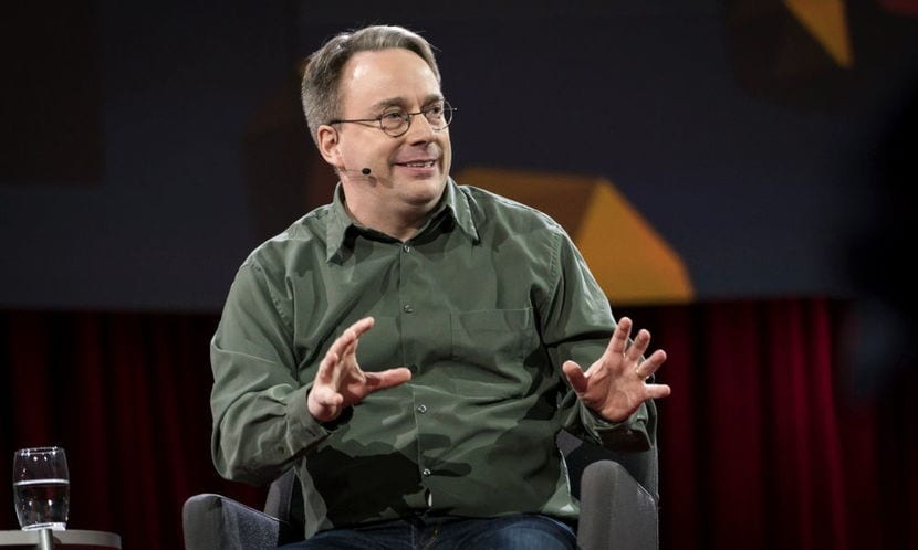 Linus Torvalds en una Con