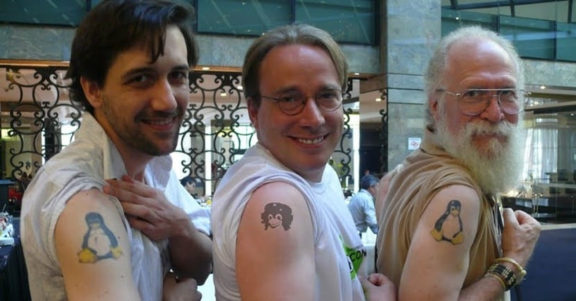 Linux Torvalds con tatuaje