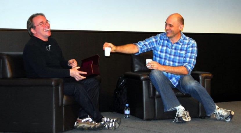Torvalds junto a Greg