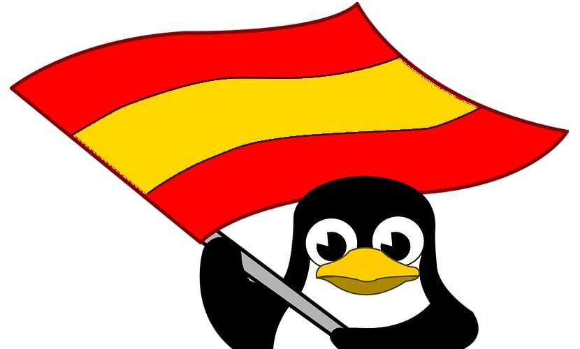 Tux con bandera de España