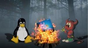 Tux y Beastie quemando a Windows en una hoguera