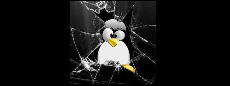 Tux crash!!! Cristal roto representando la vulnerabilidad de Linux